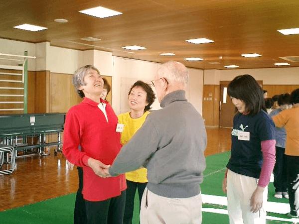 高齢者施設で介護予防ヨガ
