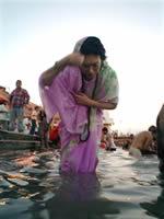 インドツアーガンジス川で沐浴